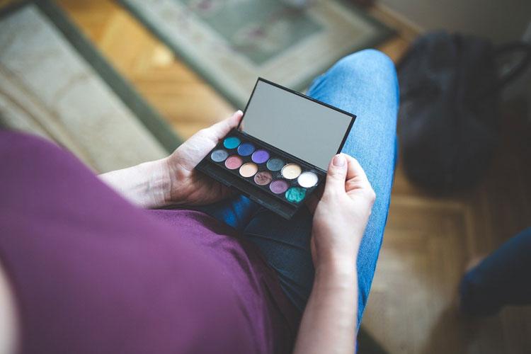 ママの七五三写真アイメイクは着物に合わせる!アイテムの色や種類選びとメイク方法を紹介9