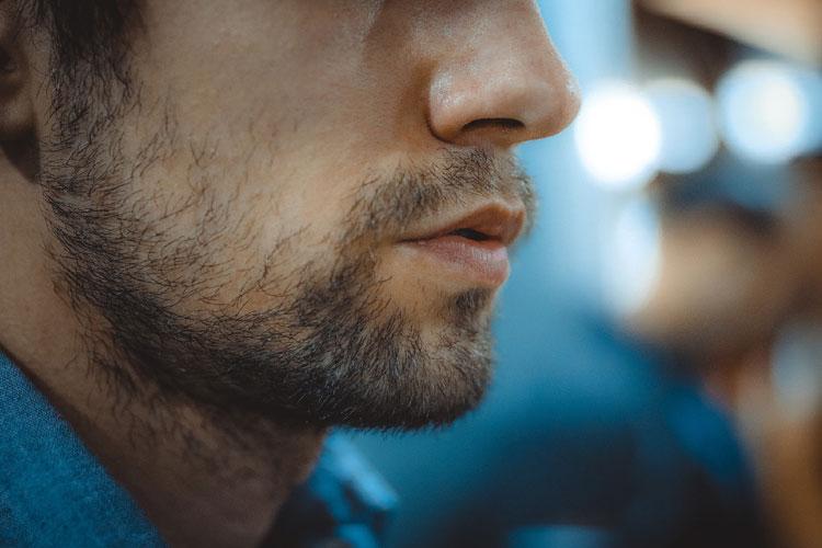 男の成人式写真は髭あり髭なしどちらもかっこいい!印象や注意点を紹介3