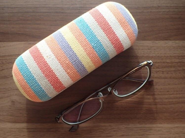 就活写真でメガネをかけてもいい?メガネのときの注意点や選び方を解説