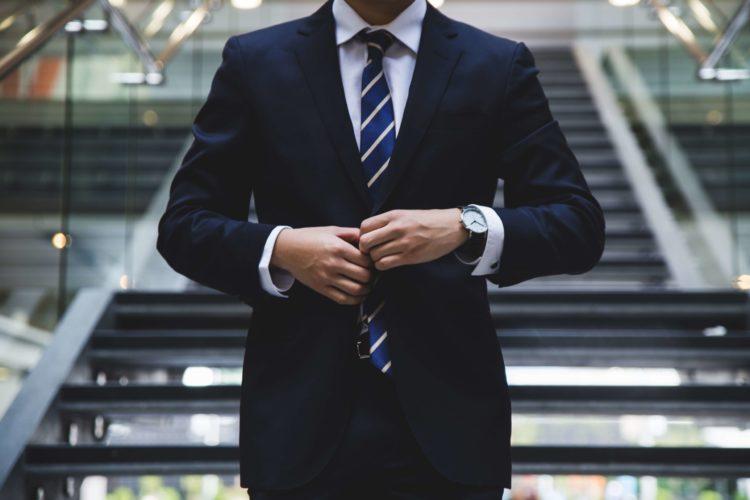 就活写真における男性の正しい服装は?プロが衣類の選び方・着こなしを解説6