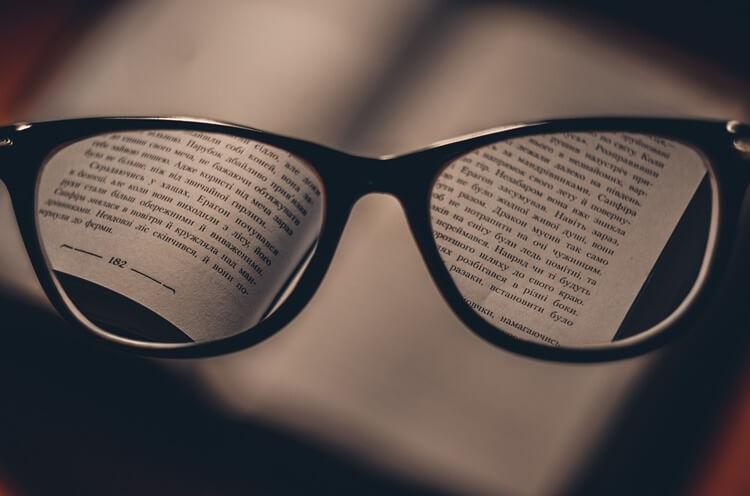 就活写真でメガネをかけてもいい?メガネのときの注意点や選び方を解説2