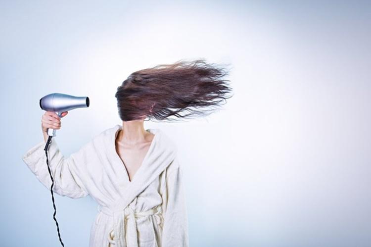前髪はどんなスタイル?女性の就活写真に適した前髪をプロが解説!1
