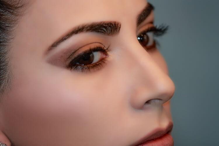 就活写真で眉はどう描く?適した色や初心者でもわかる描き方をプロが解説3