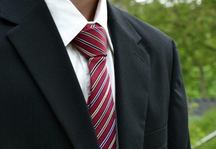 就活写真における男性の正しい服装は?プロが衣類の選び方・着こなしを解説8