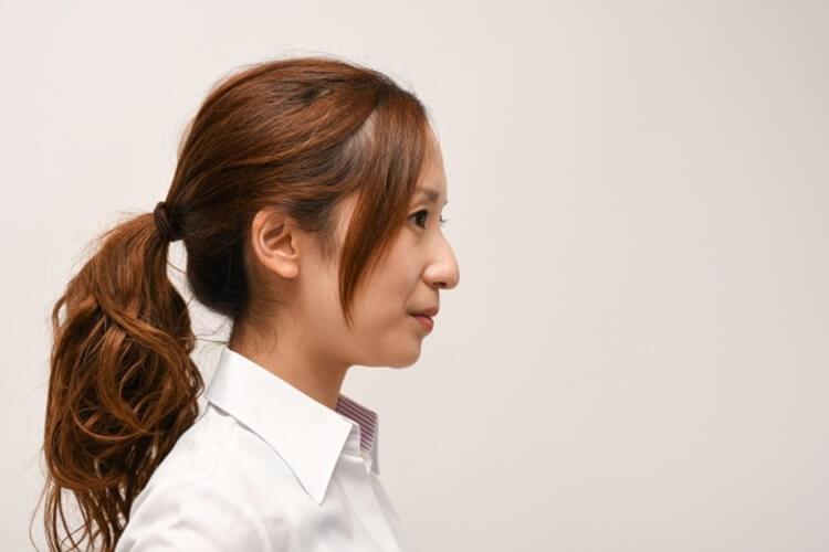 女性の就活写真で最適なシャツとは?色・柄・タイプ・サイズまで全て紹介!
