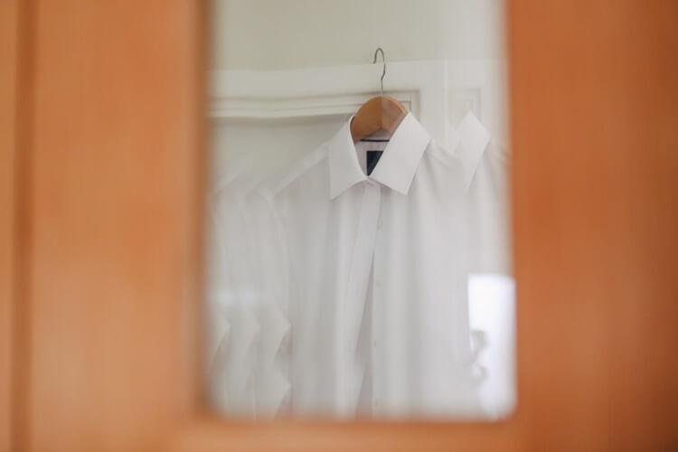 女性が就活写真を撮る時の服装は?プロが選び方・正しい着こなしを解説2