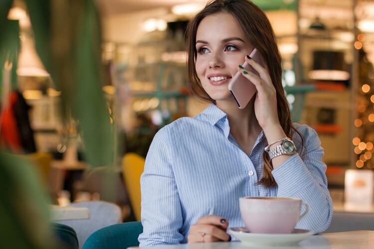 女性の就活写真で最適なシャツとは?色・柄・タイプ・サイズまで全て紹介!3