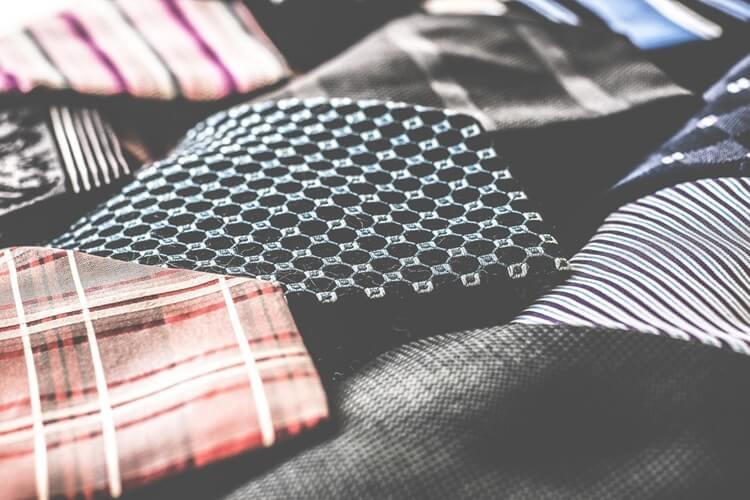 就活写真のネクタイは何色?おすすめの色・柄・結び方・注意点を解説!4