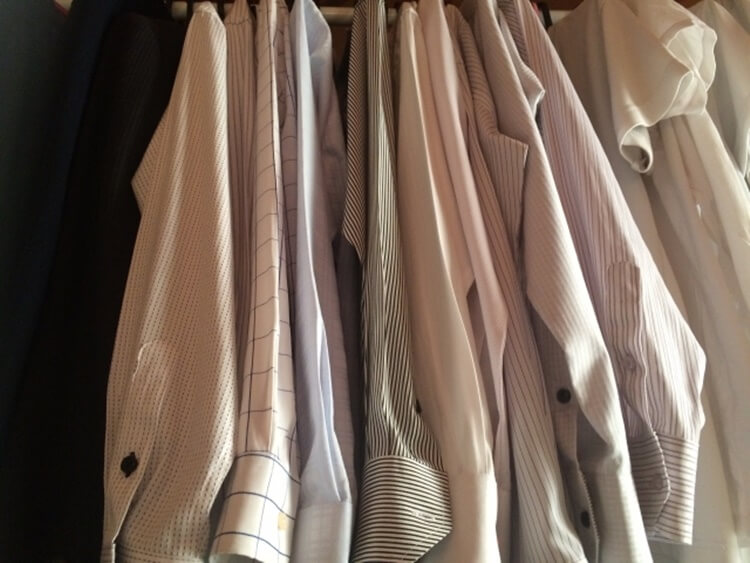 男性は婚活写真でどんなシャツを着るべき?シャツの選び方を詳しく解説1