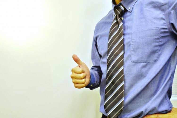 男性は婚活写真でどんなシャツを着るべき?シャツの選び方を詳しく解説2