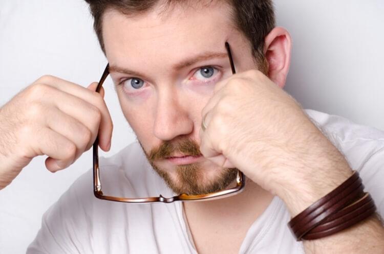婚活写真にメガネ着用はNG?プロがおすすめの眼鏡も紹介!2