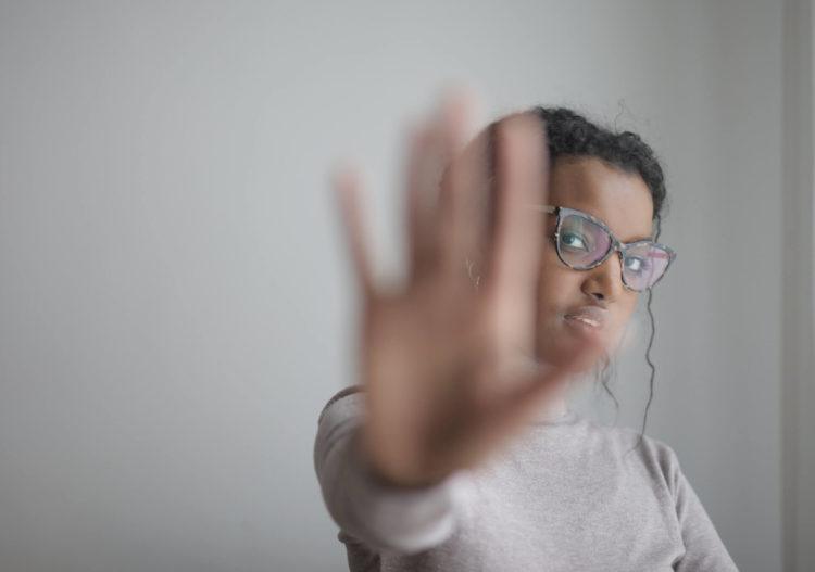 宣材写真を撮る時ってメガネをかけていいの?プロが解説します1