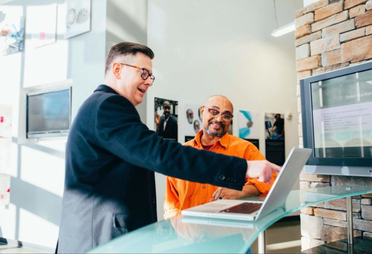 ビジネスプロフィール写真はデータ化必須!入手方法や保管方法を紹介1