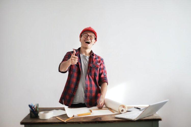 仕事がくる宣材写真を撮るために男性はどんな服装をすればいいのかを解説1