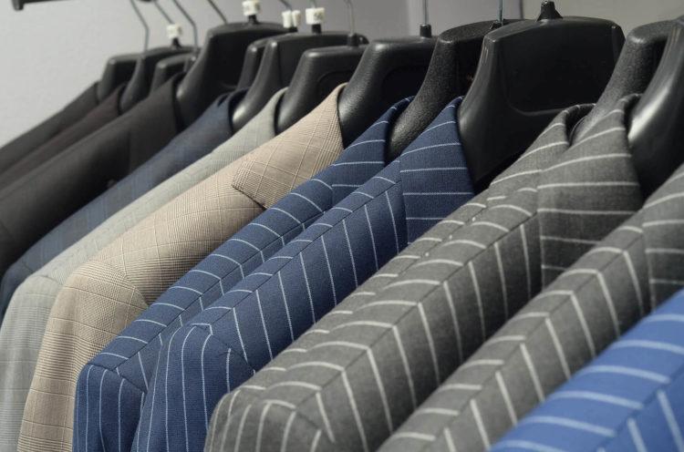 男性がビジネスプロフィール写真を撮るのに適したスーツは?選び方を解説1