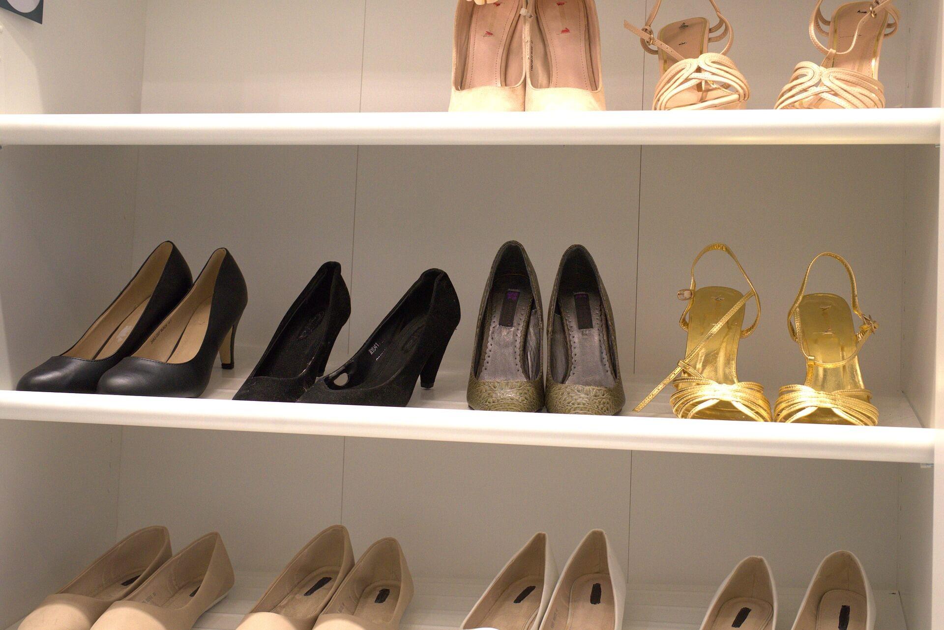 【女性向け】ビジネスプロフィール写真で印象を良くする靴の選び方1