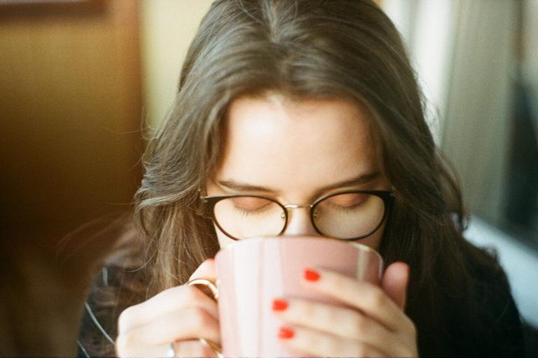 ビジネスプロフィール写真の撮影で眼鏡はOK?あなたに似合う眼鏡を紹介16