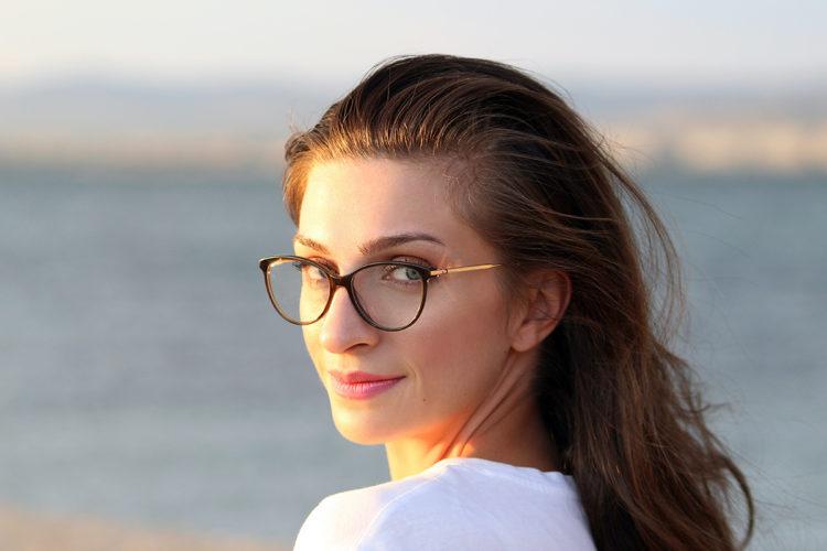 ビジネスプロフィール写真の撮影で眼鏡はOK?あなたに似合う眼鏡を紹介13