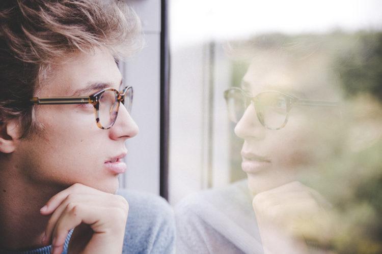 ビジネスプロフィール写真の撮影で眼鏡はOK?あなたに似合う眼鏡を紹介15