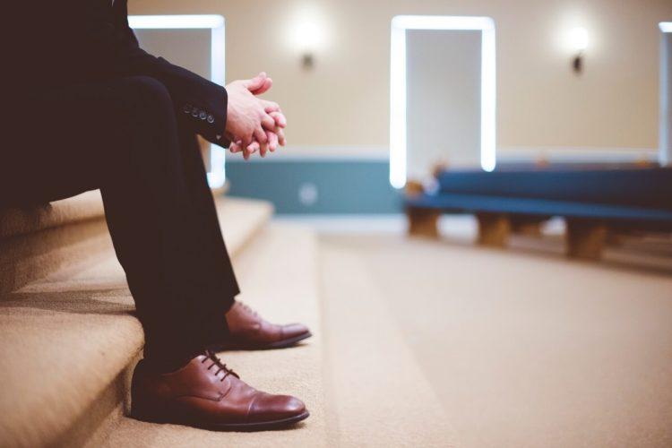 ビジネスプロフィール写真は足元を見られる!男性の靴の選び方を紹介2