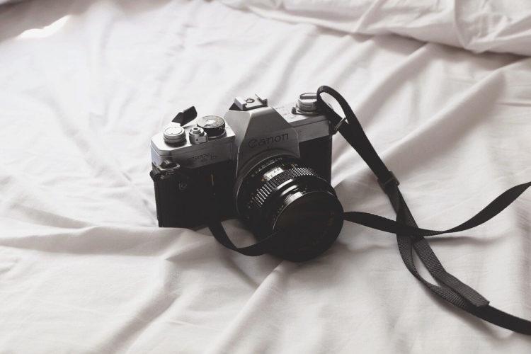 撮り方で印象が変わる?就活証明写真の撮り方を男女別に解説!3