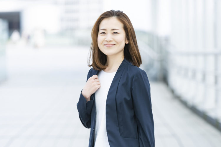 【女性向け】ビジネスプロフィール写真で着るべきスーツの特徴を解説3