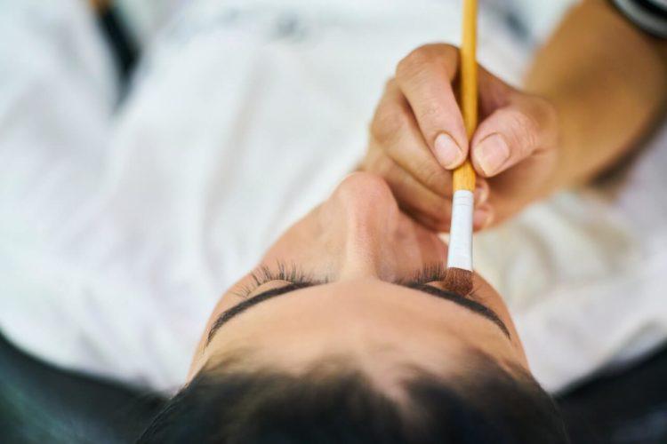 眉毛が鍵!男性のビジネスプロフィール写真で好印象となる眉毛とは3