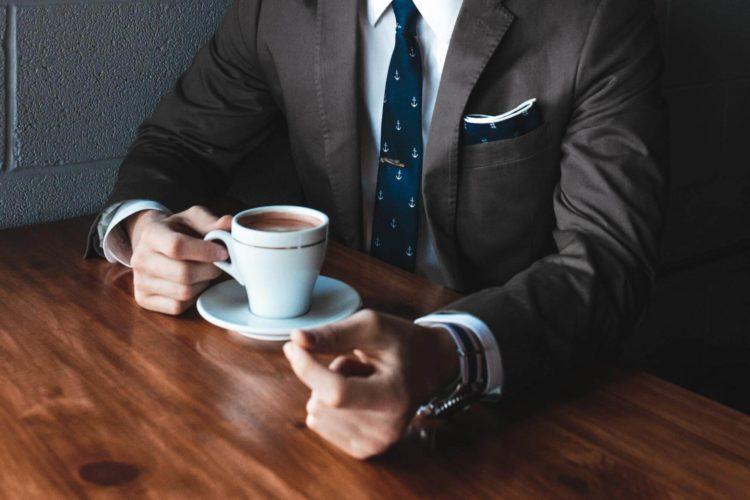 これさえ見ればバッチリ!ビジネスプロフィール写真に適した男性の服装4