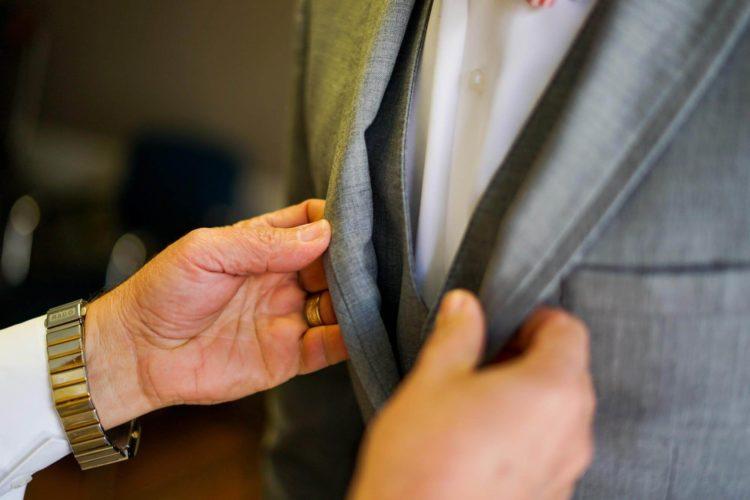 男性がビジネスプロフィール写真を撮るのに適したスーツは?選び方を解説4