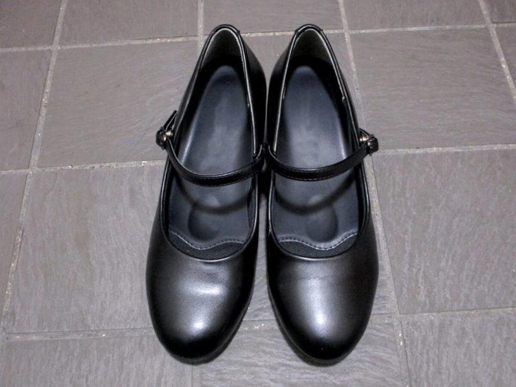 【女性向け】ビジネスプロフィール写真で印象を良くする靴の選び方4