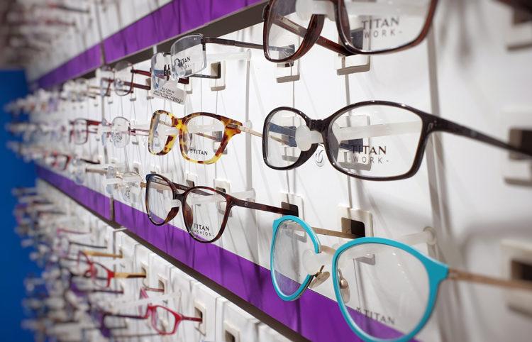 ビジネスプロフィール写真の撮影で眼鏡はOK?あなたに似合う眼鏡を紹介4