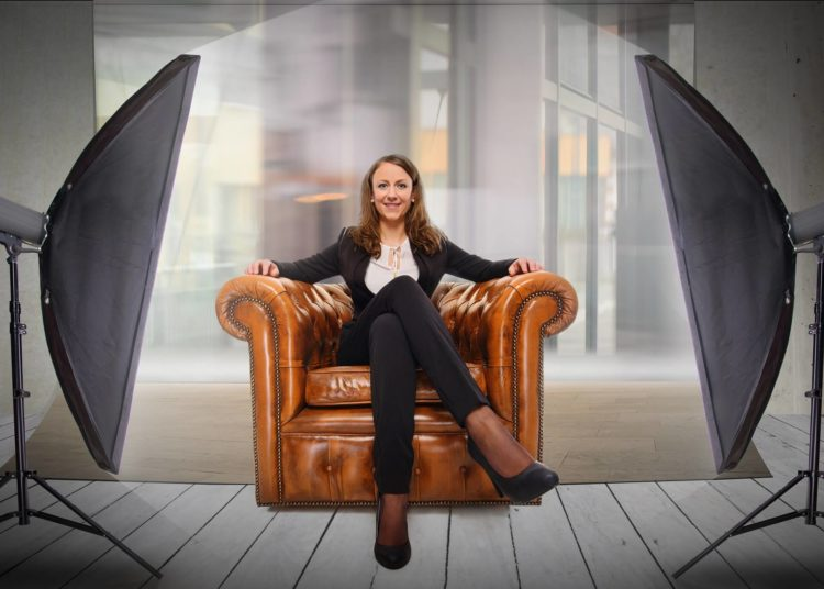 女性のビジネスプロフィール写真は髪型が重要!適した髪型を紹介5