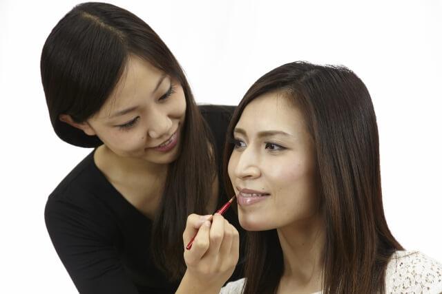 婚活・お見合い写真に適したリップで女性らしい唇を演出!色や質感を紹介5