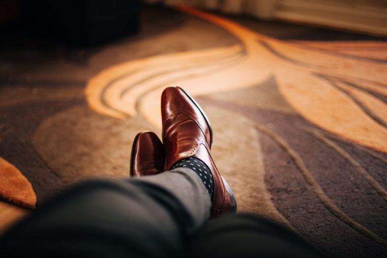ビジネスプロフィール写真は足元を見られる!男性の靴の選び方を紹介5