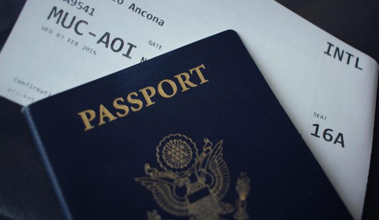 カラコン着用のパスポート写真はNG!その理由や目に関するポイントを紹介7
