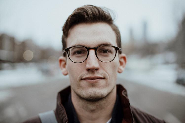 ビジネスプロフィール写真の撮影で眼鏡はOK?あなたに似合う眼鏡を紹介7
