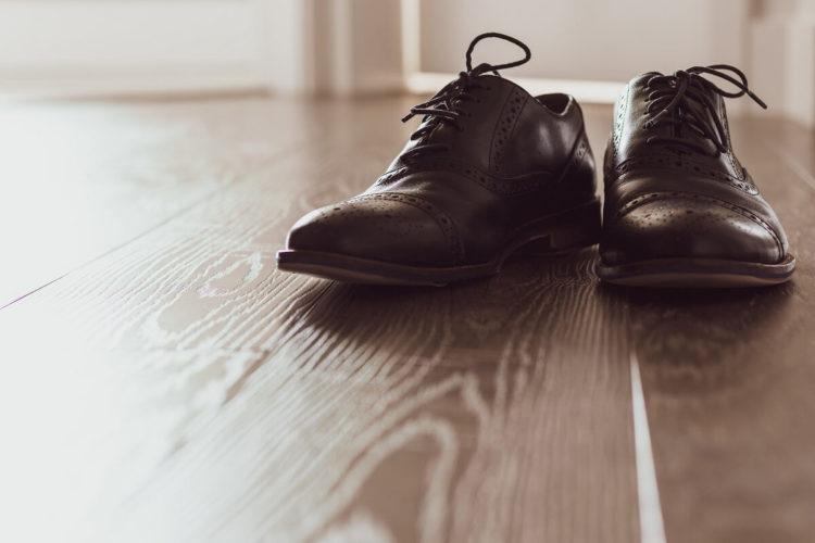 ビジネスプロフィール写真は足元を見られる!男性の靴の選び方を紹介8