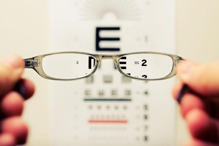 ビジネスプロフィール写真の撮影で眼鏡はOK?あなたに似合う眼鏡を紹介8