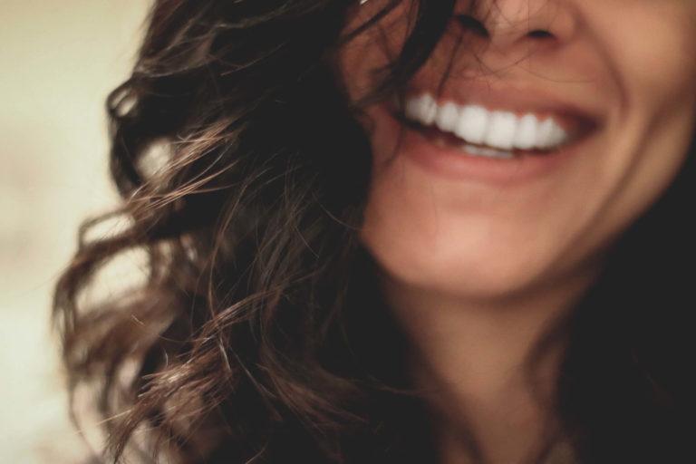 ビジネスプロフィール写真の表情は笑顔!表情のコツを教えます4