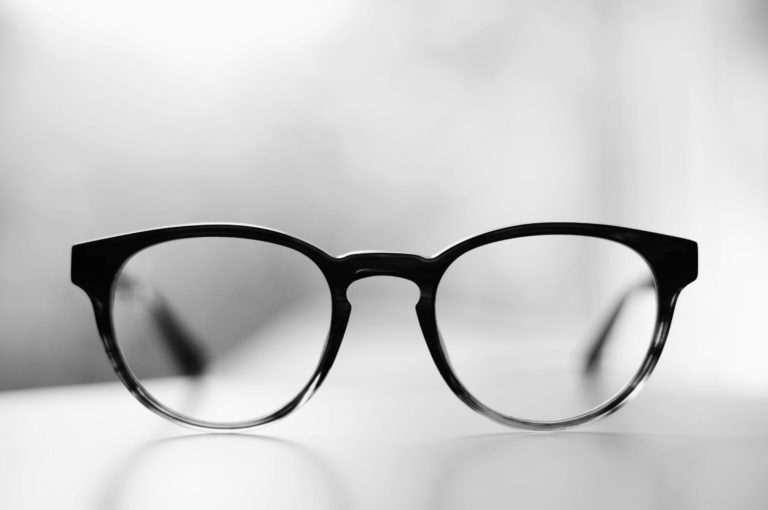 宣材写真を撮る時ってメガネをかけていいの?プロが解説します4