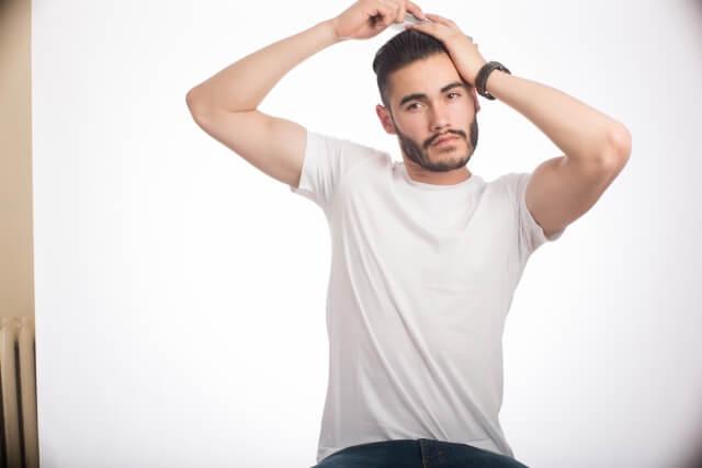 【男性】適切なパスポート写真の髪型は?NGポイントやセット方法を紹介17