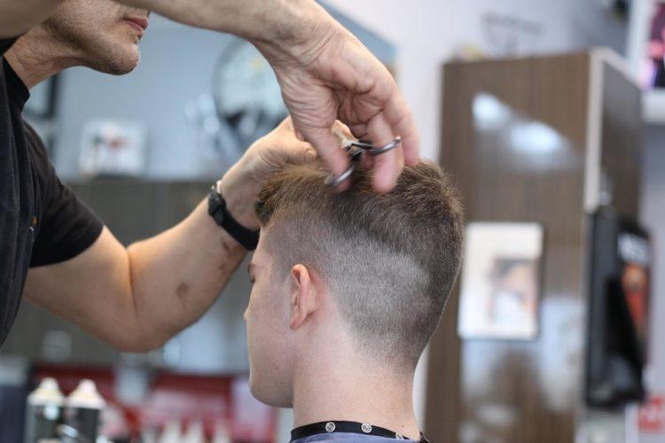 【男性】マイナンバー写真の髪型はどうすべき?注意点やセット手順を解1