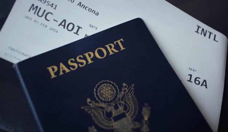 【12歳未満の子供向け】パスポート写真の撮り方や撮影時の注意点を解説1