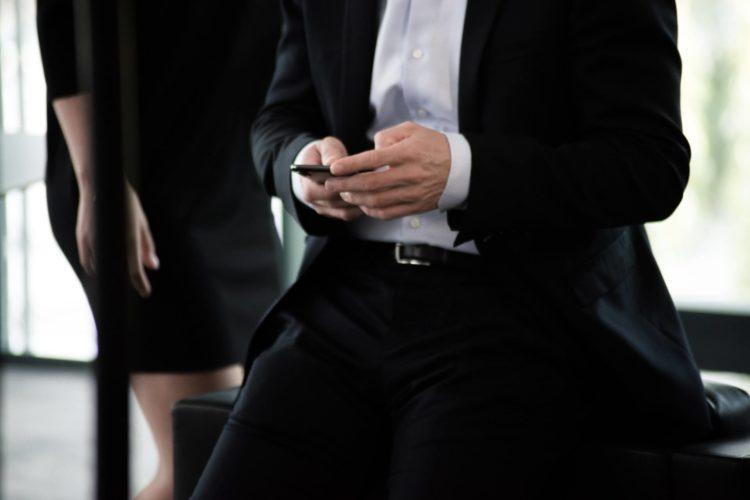 【男性向け】ビジネスプロフィール写真で着るべきシャツを紹介1