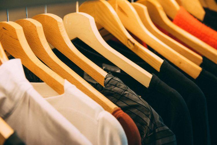 男性の運転免許証写真で写りが良くなる服・悪くなる服の特徴を紹介10