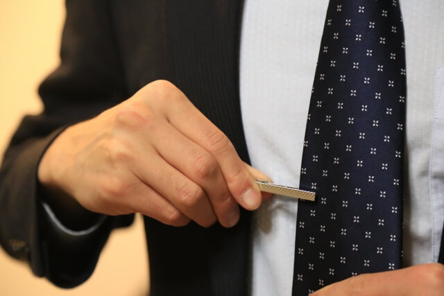 ビジネスプロフィール写真におすすめのネクタイや結び方を紹介12