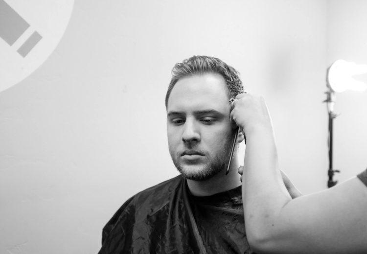 【男性】適切なパスポート写真の髪型は?NGポイントやセット方法を紹介15