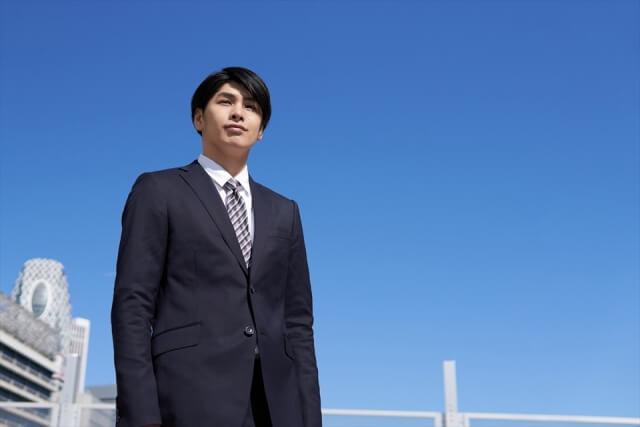 ビジネスプロフィール写真におすすめのネクタイや結び方を紹介17