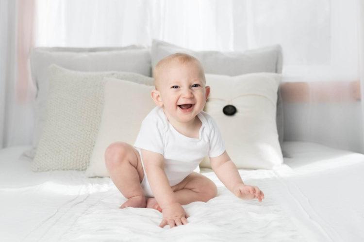 難しい赤ちゃんのパスポート写真を撮るコツや撮影のルールを解説2