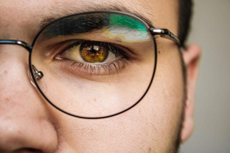 パスポート写真は眼鏡をかけて撮ってもいい?撮影時の注意点を解説2